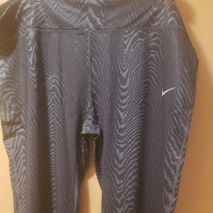 Plus-size nike tights crop length